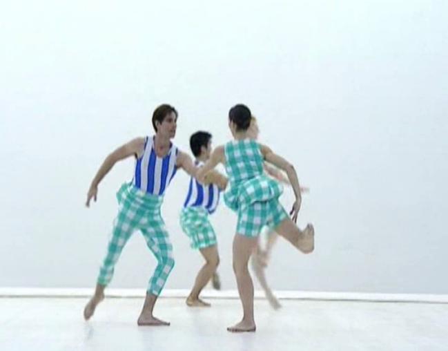 om pom lally Scenario, Choreography Merce Cunningham, Costumes Rei Kawakubo