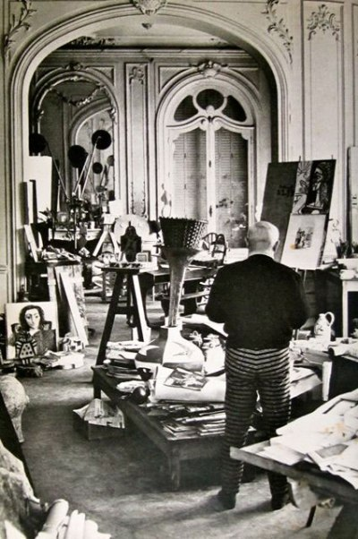 om pom Picasso-In-His-Studio-Villa-La-Californie-4