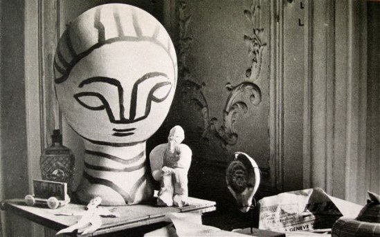 om pom picasso Picasso-In-His-Studio-Villa-La-Californie-13