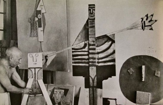 om pom picasso Picasso-In-His-Studio-Villa-La-Californie-18