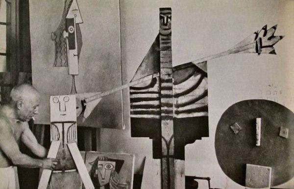 om pom picasso Picasso-In-His-Studio-Villa-La-Californie-18