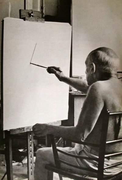om pom picasso Picasso-In-His-Studio-Villa-La-Californie-5