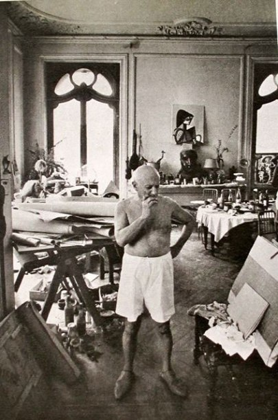 om pom picasso Picasso-In-His-Studio-Villa-La-Californie-6