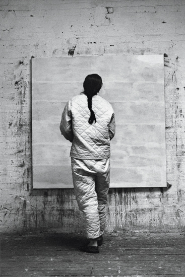 om pom agnes martin working in her studio 1960