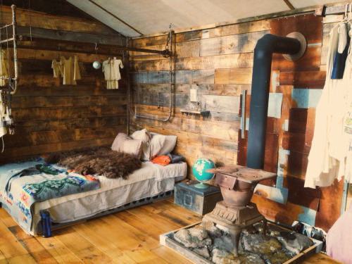 homes of artists – the American wooden cabin of fashion designer and ...