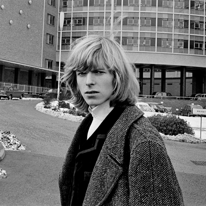 om pom david bowie David Bowie pre-Ziggy Stardust with long hair (1965)