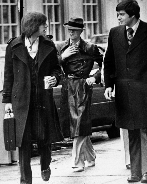 om pom david bowie fashion David Bowie walks toward the courthouse in Rochester, New York to answer a charge of criminal possession of illegal drugs in the fifth degree, 1976