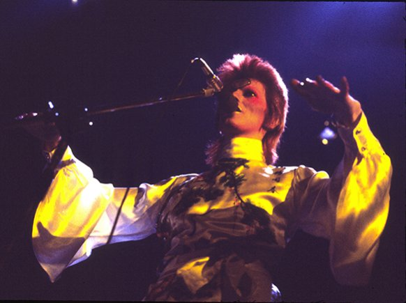 om pom david bowie fashion ziggy-stardust