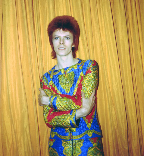 om pom david_bowie_ziggy_1972 David Bowie poses for a portrait dressed as Ziggy Stardust in a hotel room in 1973 in New York City Photo by Michael Och