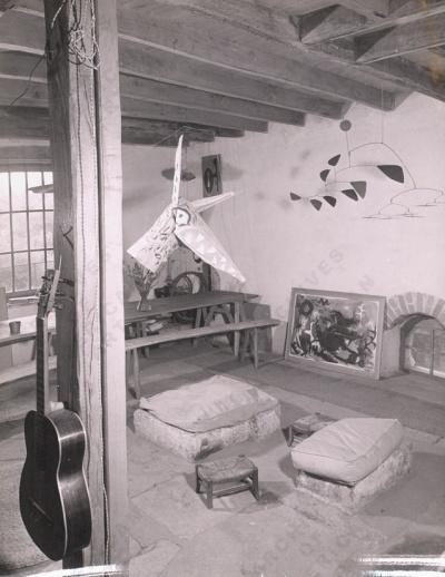 om-pom-calders-home-france-1953